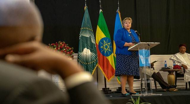 https://www.norway.no/en/missions/au/norway-/news-statements/prime-minister-erna-solberg-visited-the-african-union-summit/ - Foto:https://www.norway.no/en/missions/au/norway-/news-statements/prime-minister-erna-solberg-visited-the-african-union-summit/