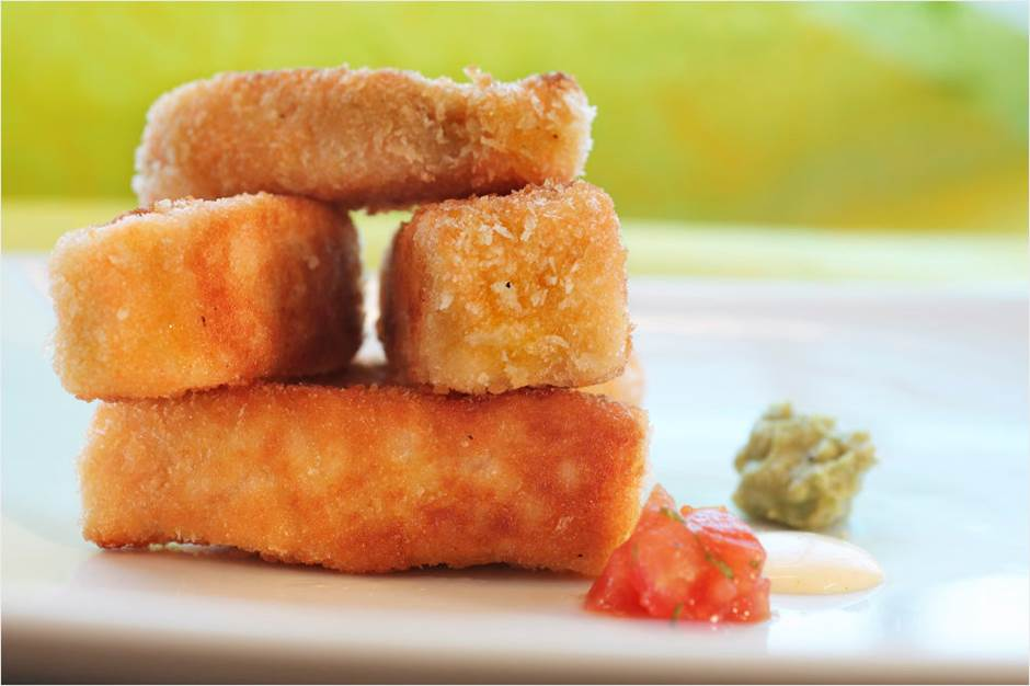 Salmon-Nuggets-with-dip.jpg