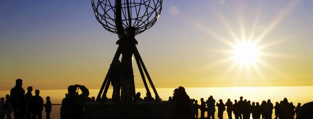Picture of the midnight sun at Nordkapp, the Northernmost point in Norway. - Photo:Karl Thomas/Visitnorway.com