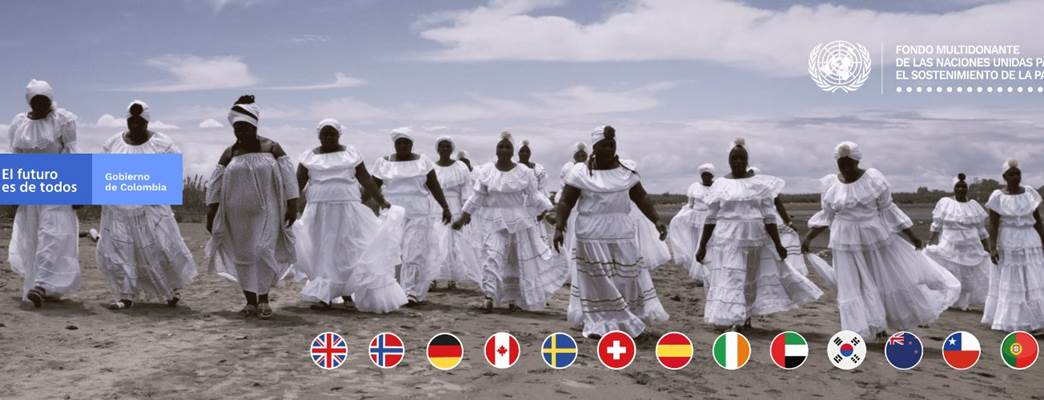 Picture of Caribbean women in a row wearing traditional white Colombian dresses - Foto:Fondo Multidonante de las Naciones Unidas para el Sostenimiento de la Paz