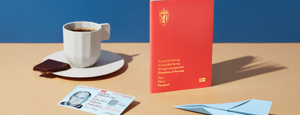 Image of norwegian passport and ID card - Foto:Catharina Caprino/Hest Agentur