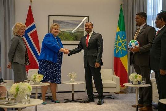 Picture of the Prime Minister Erna Solberg together with Prime Minister Abiy Ahmed of Ethiopia - Photo:Foto:Statsministerens kontor